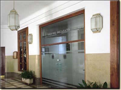 Faroles en la Facultad de Medicina de Granada.