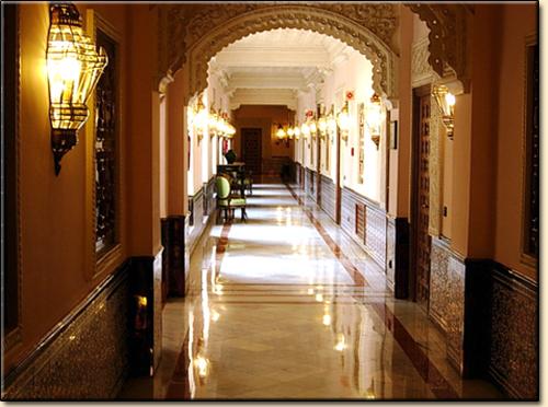 "Wandleuchten im ""Hotel Alfonso XIII"", in Sevilla."