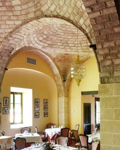 """comedor """"Las Bovedas""""  del Hotel Monasterio (Puerto Santa Maria,  Cadiz)."""